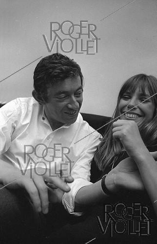 Roger-Viollet | 1018850 | Serge Gainsbourg (1928-1991), French singer-songwriter, and Jane Birkin (born in 1946), English actress and singer. Paris, 1969. Photograph by Georges Kelaïditès (1932-2015). | © Georges Kelaïditès / Roger-Viollet
