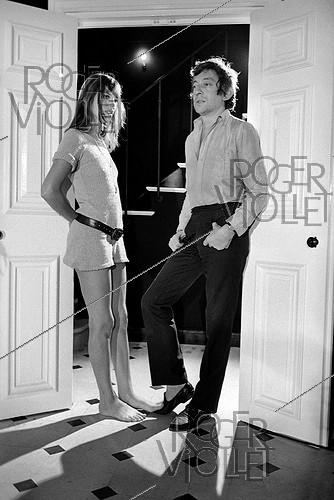 Roger-Viollet | 323518 | Serge Gainsbourg (1928-1991), French singer-songwriter, and Jane Birkin (born in 1946), English actress and singer. Paris, 1969. Photograph by Georges Kelaïditès (1932-2015). | © Georges Kelaïditès / Roger-Viollet