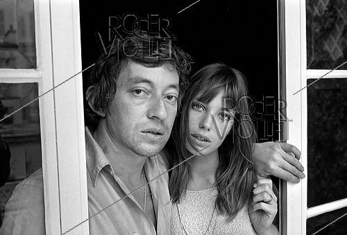 Roger-Viollet | 426329 | Serge Gainsbourg (1928-1991), French singer-songwriter, and Jane Birkin (born in 1946), English actress and singer, 1969. Photograph by Georges Kelaïditès (1932-2015). | © Georges Kelaïditès / Roger-Viollet