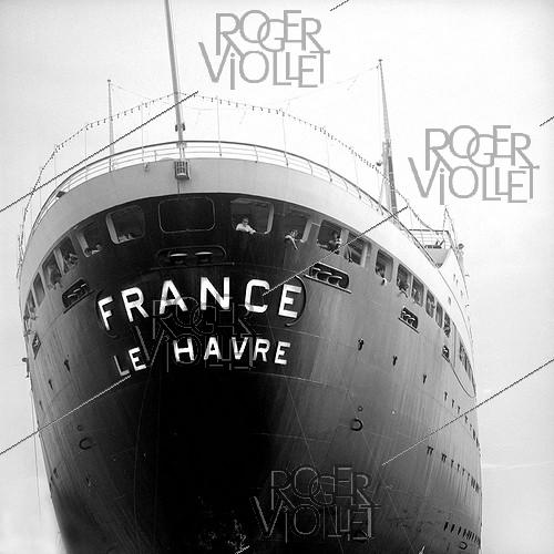 Roger-Viollet | 1002592 | Stern of the  SS France  liner, March 1972. Photograph by Hélène Roger-Viollet (1901-1985) and Jean Fischer (1904-1985). | © Hélène Roger-Viollet & Jean Fischer / Roger-Viollet