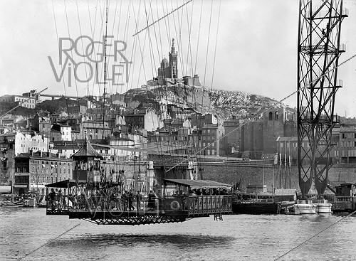 Roger-Viollet | 907700 | The gondola of the transporter bridge crossing the old port. Marseilles (France). | © CAP / Roger-Viollet