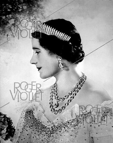 Roger-Viollet | 818092 | The queen Elizabeth (1900-2002), king George VI of England's wife. | © LAPI / Roger-Viollet
