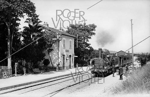 Roger-Viollet | 802051 | Train station. Arcy-sur-Cure (France), circa 1900. | © CAP / Roger-Viollet