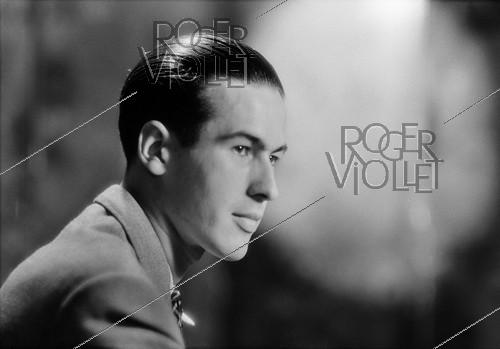Roger-Viollet | 1087160 | Valéry Giscard d'Estaing (1926-2020), French politician. Paris, 1943. | © Laure Albin Guillot / Roger-Viollet