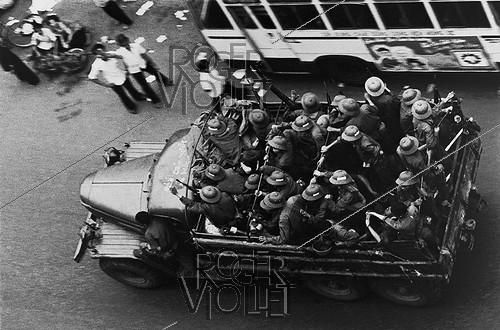 Roger-Viollet | 610144 | Vietnam War (1955-1975). Soldiers of the North Vietnamese Army entering Saigon after its fall, 1975. | © Françoise Demulder / Roger-Viollet