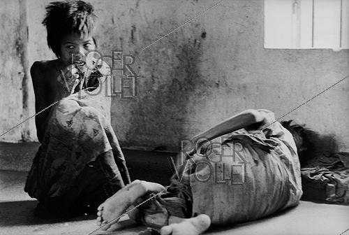 Roger-Viollet | 611591 | Vietnam War. In April, at the time of the fall of Saigon,  crazy  people in a mental home. Saigon (Vietnam), 1975. | © Françoise Demulder / Roger-Viollet