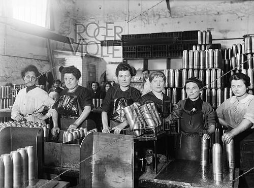 Roger-Viollet | 279200 | War - Women working in a French ammunition factory | © Maurice-Louis Branger / Roger-Viollet