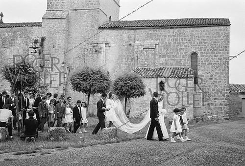Roger-Viollet | 918463 | Wedding of farmers. Foussignac (Charente, France), 1965. Photograph by Janine Niepce (1921-2007). | © Janine Niepce / Roger-Viollet