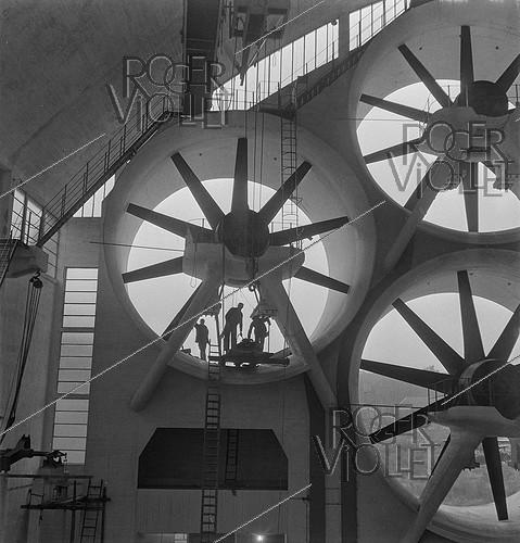 Roger-Viollet | 744359 | Wind tunnel for aircraft tests. Meudon (France), circa 1945. | © Gaston Paris / Roger-Viollet