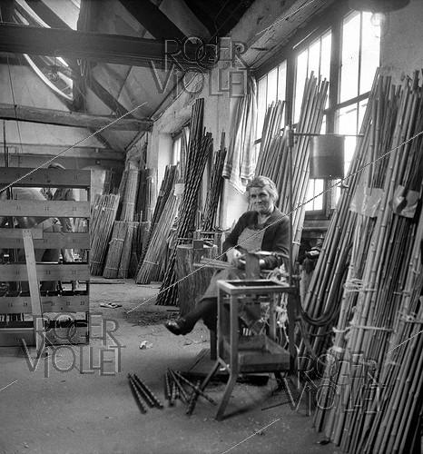 Roger-Viollet | 1034307 | Worker at the Etablissements Pezon et Michel, manufacture for fishing rods. Amboise (Indre-et-Loire), circa 1945. | © Tony Burnand / Roger-Viollet