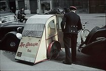 Roger-Viollet | 863590 | World War II. Bicycle taxi in front of the