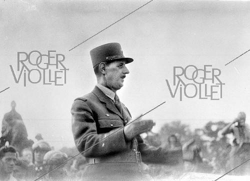 Roger-Viollet | 1058480 | World War II. Charles de Gaulle (1890-1970), French General, August 1944. | © Roger-Viollet / Roger-Viollet