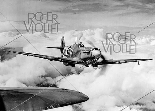 Roger-Viollet | 886396 | World War II. English Spitfire fighter of the Royal Air Force. | © Roger-Viollet / Roger-Viollet