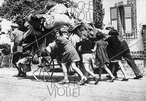 Roger-Viollet | 239003 | World War II. Exodus of May-June 1940 in France. | © LAPI / Roger-Viollet