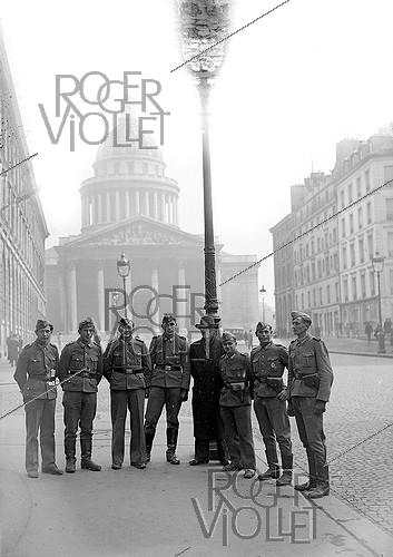Roger-Viollet | 641490 | World War II. Germans in front of the Pantheon. Paris, March 1944. | © LAPI / Roger-Viollet