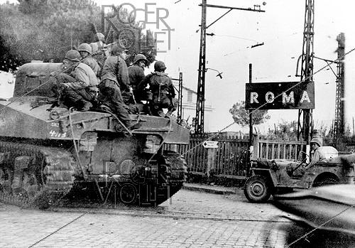 Roger-Viollet | 879712 | World War II. Group of US armoured cars entering Rome (Italy). | © Roger-Viollet / Roger-Viollet