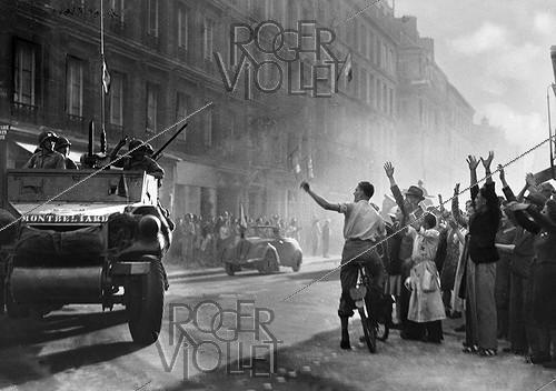 Roger-Viollet | 576828 | World War II. Liberation of Paris. The armoured cars of the division led by Leclerc arriving rue Guynemer, August 25, 1944 | © Collection Roger-Viollet / Roger-Viollet