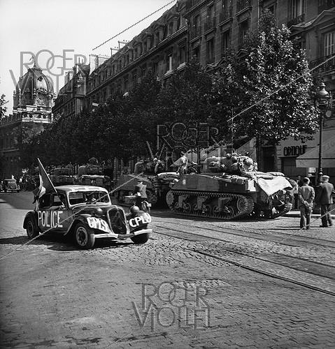 Roger-Viollet | 986072 | World War II. Liberation of Paris. Citroën front-wheel drive of the French Forces of the Interior, on August 25, 1944. | © Pierre Jahan / Roger-Viollet