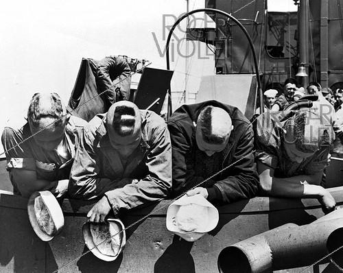 Roger-Viollet | 766244 | World War II. Normandy landings. Four US coastguards, whose shaven skulls compose the word  Hell , aboard a barge a few hours before their arrival on the French beaches, on June 6, 1944. | © Roger-Viollet / Roger-Viollet