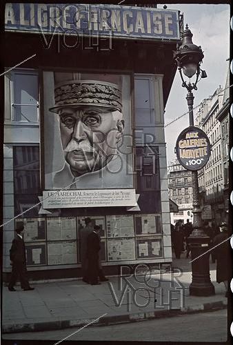 Roger-Viollet | 519969 | World War II. On the corner of the Chausée d'Antin, facade of the French League, of the newspaper  L'Appel , with a giant portrait of the marshal Pétain with a message thanking the legionnarires for their message by taking part into the crusade that Germany leads against the bolshevik danger , Paris. Photograph by André Zucca (1897-1973). Bibliothèque historique de la Ville de Paris. | © André Zucca / BHVP / Roger-Viollet