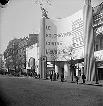 Roger-Viollet | 638126 | World War II. Paris during the Occupation. Exhibition