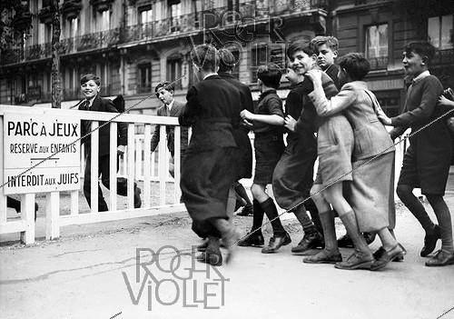 Roger-Viollet | 892628 | World War II. Park for children and forbidden to Jewish people. Paris, November 1942. | © LAPI / Roger-Viollet