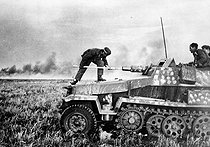 Roger-Viollet | 426453 | World War II. Russian front. Battle of Stalingrad (September 1942 - February 1943). German tank SdKfz-251 firing at the city. September 1942. | © Roger-Viollet / Roger-Viollet