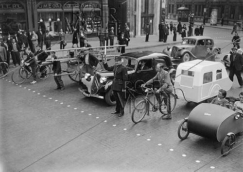 Roger-Viollet | 698020 | World War II. Traffic in Paris, 1940. | © LAPI / Roger-Viollet