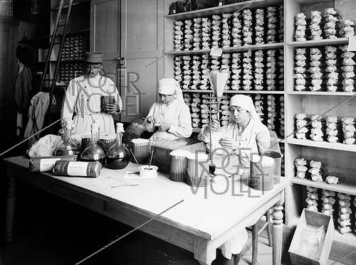 Roger-Viollet | 374311 | World War One. Laboratory of the french army dedicated to typhus vaccines. Preparing the culture medium used to prepare the vaccine. Val-de-Grâce hospital. Paris, 1916.$$$ | © Jacques Boyer / Roger-Viollet