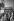"""Agnès Varda (née en 1928), réalisatrice française, pendant le tournage du film de son époux, Jacques Demy, """"Les Demoiselles de Rochefort"""", 1966. Photographie de Georges Kelaïditès (1932-2015). © Georges Kelaïditès / Roger-Viollet"""