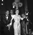 """Revue """"Plaisirs"""". Line Renaud (née en 1928) et le Golden Gate Quartet au Casino de Paris. Paris (IXème arr.), décembre 1959. © Studio Lipnitzki / Roger-Viollet"""