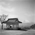 """Le Fujiyama vu du col de """"La Longue-Queue"""". Japon, mars 1962. © Jean Fischer/Roger-Viollet"""