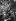 """Guerre de Corée (1950-1953). Baraquement de Marines décoré d'environ 3000 photos d'actrices et de """"pin-ups"""". 28 octobre 1952. © US National Archives / Roger-Viollet"""