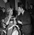 """""""Meurtre en 45 tours"""", film d'Etienne Périer. Danielle Darrieux et Michel Auclair. France, 1960. © Alain Adler/Roger-Viollet"""