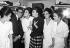Yves Saint Laurent (1936-2008), couturier français, en compagnie de mannequins, 4 février 1963. © Ullstein Bild / Roger-Viollet