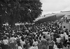 Présentation d'une réplique de fusée Vostok 6 lors de la visite de Valentina Terechkova (née en 1937), première femme cosmonaute soviétique. Cuba, 1963-1964. © Gilberto Ante / Roger-Viollet