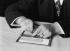 Planchette employée par les aveugles pour écrire en caractères Braille. France, 1916 © Jacques Boyer/Roger-Viollet