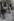 A travers les rues de Paris. Montmartre. Place du Tertre, Paris (XVIIIème arr.). 1956. Photographie de Jean Marquis (né en 1926). Bibliothèque historique de la Ville de Paris. © Jean Marquis/BHVP/Roger-Viollet