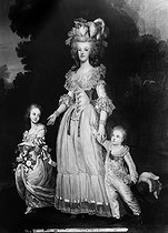 Adolf Ulrik Wertmuller (1751-1811). Marie-Antoinette (1755-1793), Queen of France, with her children, Marie-Thérèse, future Duchess of Angoulême and the first Dauphin. Versailles museum. © Léopold Mercier/Roger-Viollet