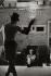Simone Signoret (1921-1985), actrice française et Yves Montand (1921-1991), acteur et chanteur français. Théâtre privé dans leur maison d'Autheuil (Eure), 1959. © Jean Mounicq / Roger-Viollet
