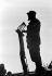 Silhouette de Fidel Castro (1926-2016), homme d'Etat et révolutionnaire cubain, pendant un discours. Cuba, vers 1960. © Gilberto Ante / Roger-Viollet