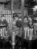 Guerre 1914-1918. Femmes travaillant dans une usine de munitions © Maurice-Louis Branger/Roger-Viollet