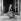 Edith Piaf (1915-1963), chanteuse française, assise sur le pas d'une porte fenêtre. © Studio Lipnitzki / Roger-Viollet