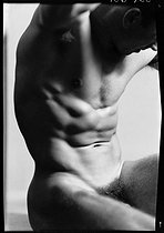 Study of a male nude. Paris, circa 1930-1940. © Laure Albin Guillot / Roger-Viollet
