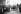 Ouvriers étrangers travaillant aux usines Renault à Boulogne-Billancourt (Hauts-de-Seine), dans les années 1925-1930. © Albert Harlingue / Roger-Viollet