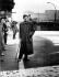 John Steinbeck (1902-1968), écrivain américain, à Checkpoint Charlie. Berlin (Allemagne), 1963. © Ullstein Bild / Roger-Viollet