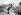 Partie de saute-mouton. Paris, 1896. Photographie Henri Roger (1869-1946). © Henri Roger/Roger-Viollet