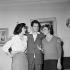 Françoise Sagan (1935-2004), femme de lettres française, Carl Möhner (1921-2005), acteur autrichien, et Melina Mercouri (1920-1994), actrice et femme politique grecque. 6 avril 1957. © Alain Adler / Roger-Viollet