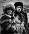 Alexandre Soljenitsyne (1918-2008), écrivain soviétique, Hans Jorgen Lembourn, écrivain danois, et son épouse Ellen Winther Lembourn (1933-2011), chanteuse lyrique et actrice danoise. Copenhague (Danemark), 1974. © Jacob Maarbjerg / Polfoto / Roger-Viollet