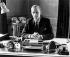 Le prince Philip (né en 1921), duc d'Edimbourg, à son bureau, dans le palais de Buckingham. Londres (Angleterre). © PA Archive / Roger-Viollet